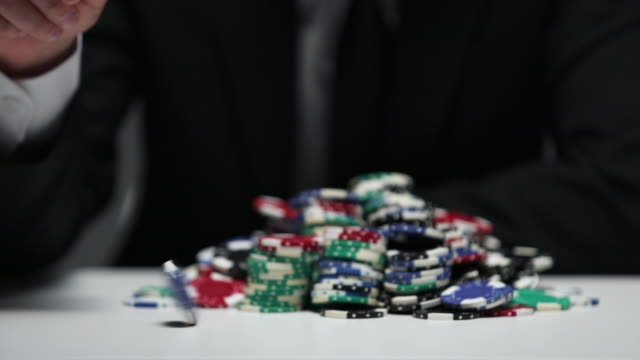 businessman betting poker chips in the game - コイントス点の映像素材/bロール