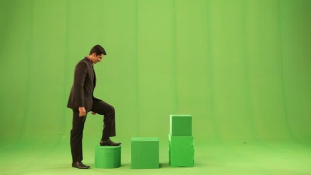 businessman climbing a steps  - hinauf bewegen stock-videos und b-roll-filmmaterial
