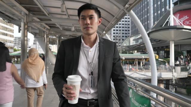 affärsman pendlar till jobbet - east asian ethnicity bildbanksvideor och videomaterial från bakom kulisserna