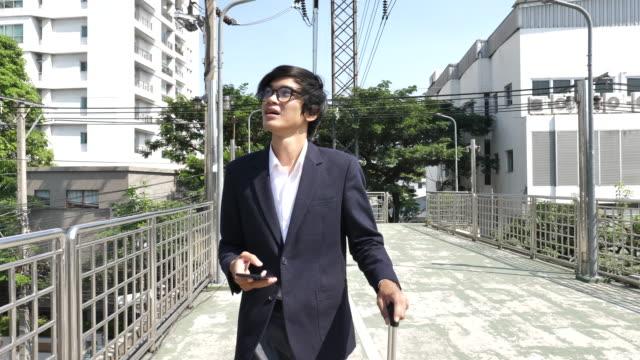 バンコクで通勤するビジネスマン - east asian ethnicity点の映像素材/bロール