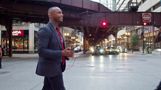 Businessman commuting in Chicago downtown