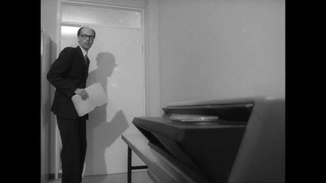 vídeos de stock, filmes e b-roll de montage businessman copying secret documents / united kingdom - sussurrando