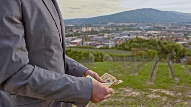 ビジネスマンてくれるアウトドアドル紙幣