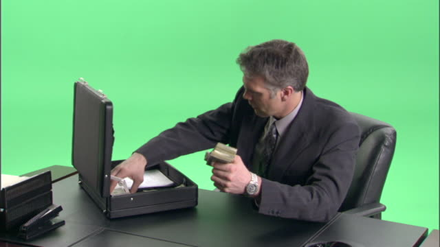 ms, businessman counting money at desk in studio - aktentasche stock-videos und b-roll-filmmaterial