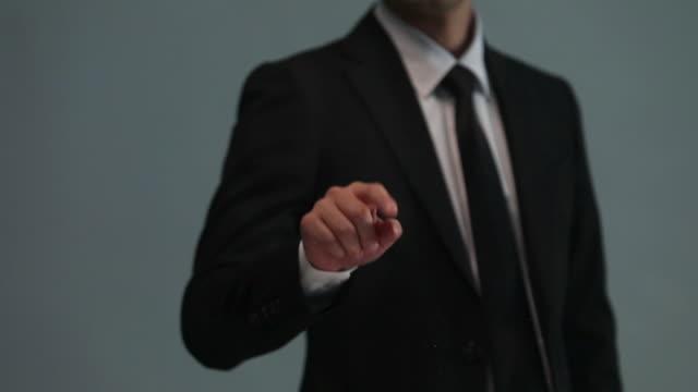 businessman doing touch screen hand gestures on the virtual screen - 引きずる点の映像素材/bロール