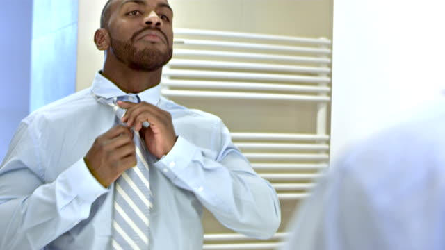 stockvideo's en b-roll-footage met ms businessman dressing for work - shirt and tie