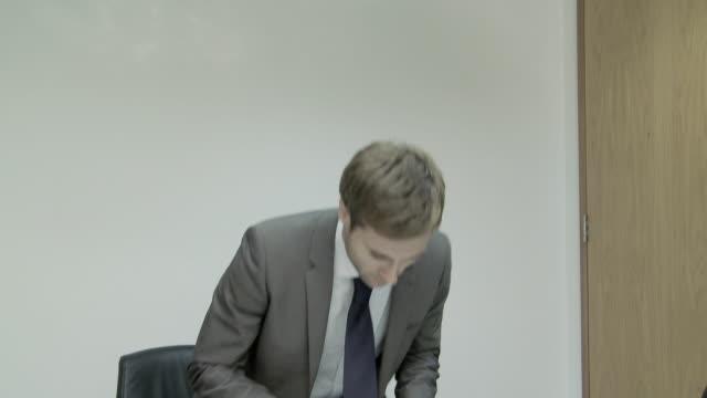 businessman entering meeting room - formelle geschäftskleidung stock-videos und b-roll-filmmaterial