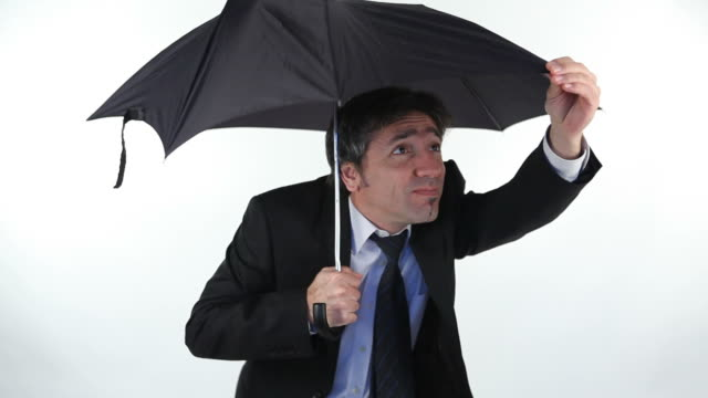 vídeos y material grabado en eventos de stock de empresario fijación de saco roto - paraguas