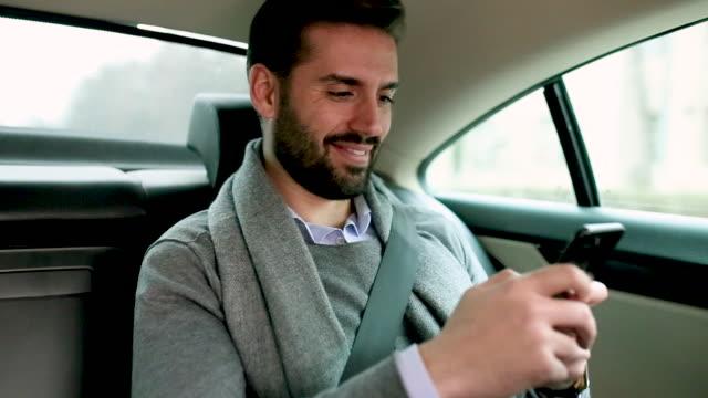 geschäftsmann im auto mit online-anruf - eleganz stock-videos und b-roll-filmmaterial