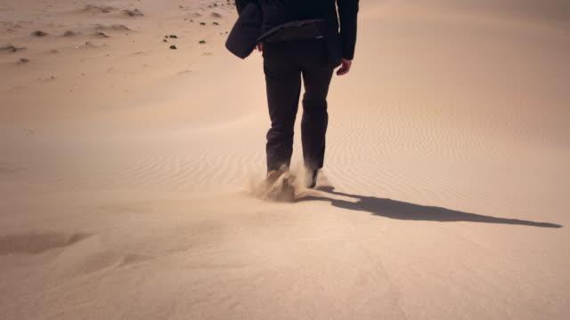 Geschäftsmann in der Wüste