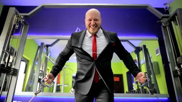 スポーツ センター トレーニング スーツのビジネスマン - 酋長点の映像素材/bロール