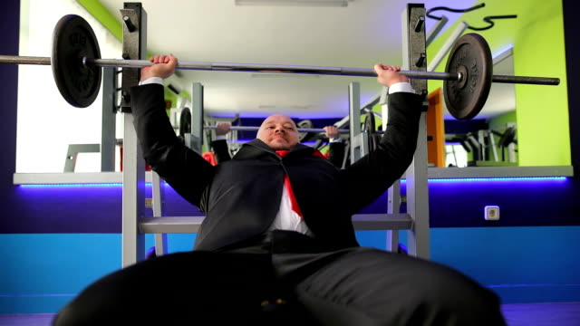 businessman in suit training in sports center - pallone per fitness video stock e b–roll