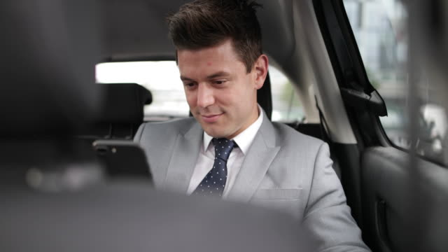 vidéos et rushes de businessman looking out of window of taxi cab - taxi