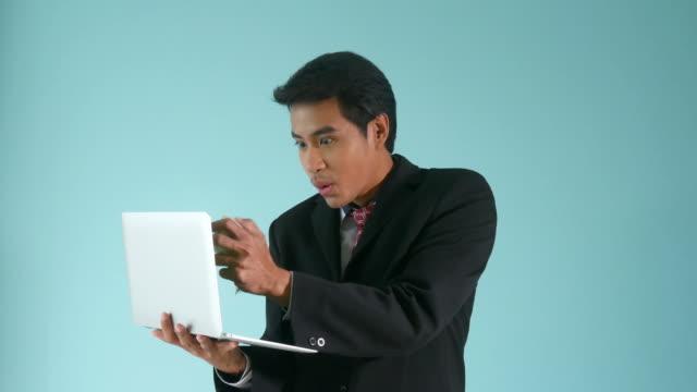 Geschäftsmann Bargeld Geld von digital-Tablette