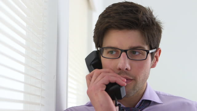 vidéos et rushes de businessman on the phone - téléphone à fil