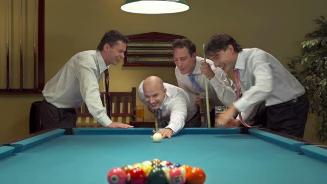HD: Geschäftsmann bereit zu Pause Pool