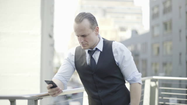 businessman reading news using smart phone - hochgekrempelte ärmel stock-videos und b-roll-filmmaterial