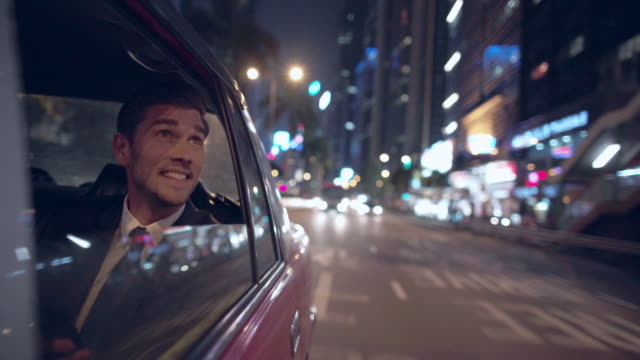 vidéos et rushes de ms ts businessman riding in a taxi at night, hong kong - taxi