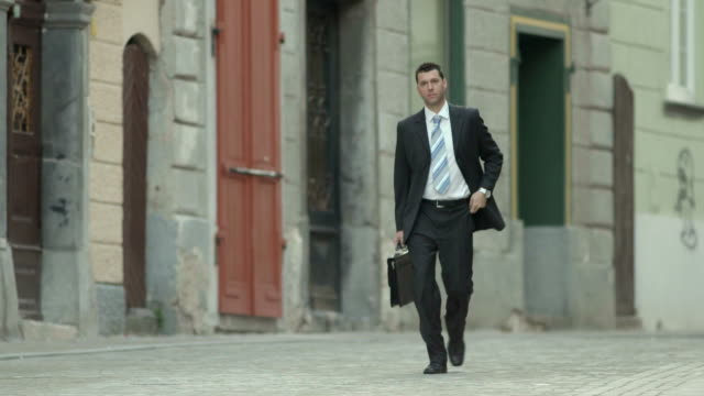 hd: businessman rushing to work - 30 34 years stock videos & royalty-free footage