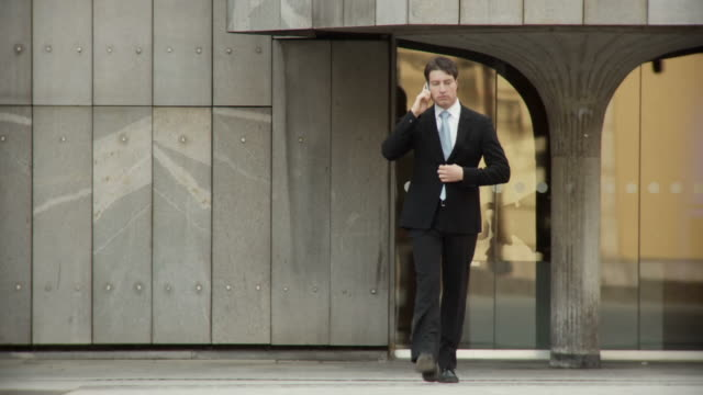 HD: Businessman Rushing