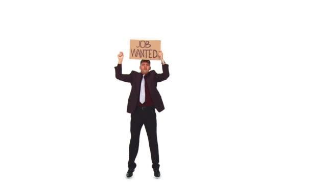 vídeos de stock e filmes b-roll de hd: empresário à procura de emprego - camisa e gravata