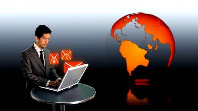 ビジネスマン sendig e メール - e mail点の映像素材/bロール