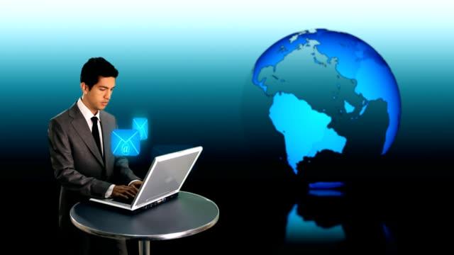 stockvideo's en b-roll-footage met businessman sending e mail - e mail