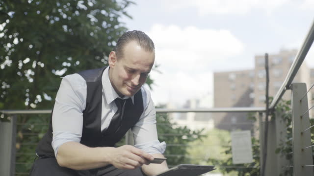 businessman shopping online using digital tablet - hochgekrempelte ärmel stock-videos und b-roll-filmmaterial