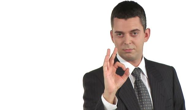 vidéos et rushes de hd : homme d'affaires montrant ok signe - costume complet