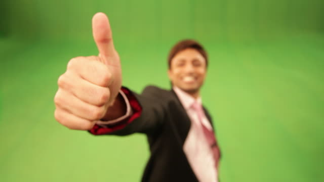 vídeos de stock, filmes e b-roll de businessman showing thumb  - bem estar