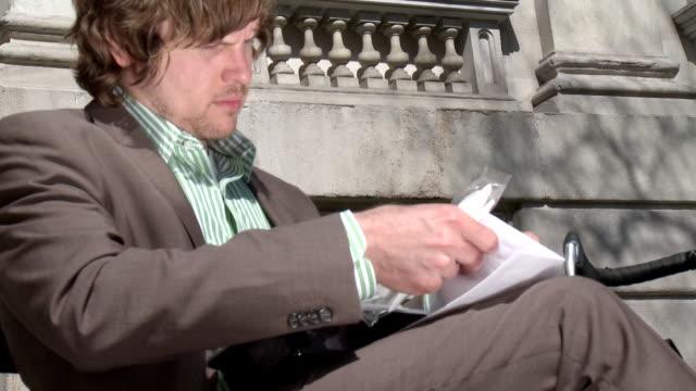 ms la zo businessman sitting on bench, preparing to eat lunch, new york city, new york, usa - napkin stock videos & royalty-free footage