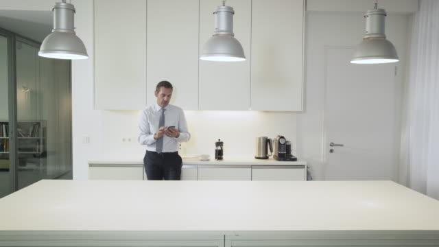vídeos y material grabado en eventos de stock de businessman takes a coffee break in creative, stylish office kitchen - café bebida