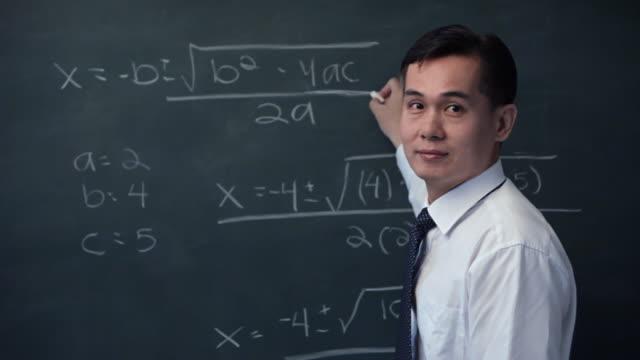 vídeos y material grabado en eventos de stock de cu businessman talking on cell phone / singapore - matematicas