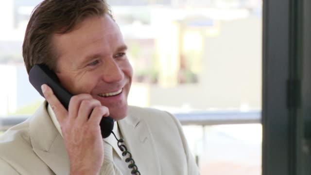 cu businessman talking on phone, cape town, south africa - 受話器点の映像素材/bロール