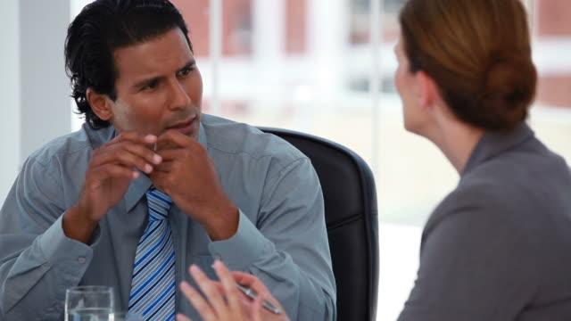businessman talking to his colleague - hemd und krawatte stock-videos und b-roll-filmmaterial