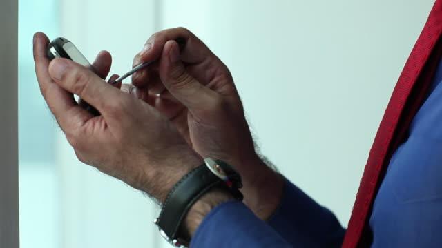 businessman using a mobile phone  - インド系民族点の映像素材/bロール