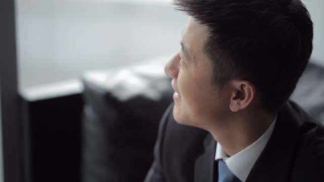 vídeos y material grabado en eventos de stock de td cu businessman using digital tablet in front of window / beijing, china - un solo hombre