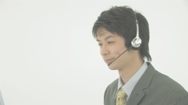 businessman - ヘッドセット点の映像素材/bロール