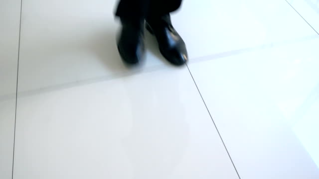 businessman walking on corridor - korridor stock-videos und b-roll-filmmaterial