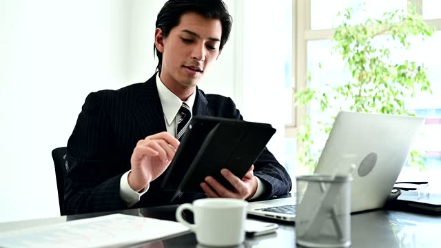 a businessman wearing suits are working at his office - financial occupation stock videos & royalty-free footage
