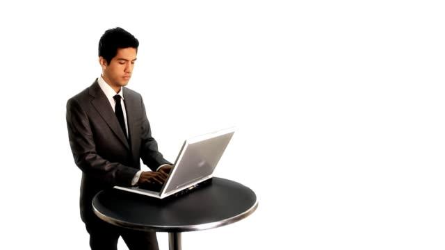 vídeos de stock, filmes e b-roll de empresário com um laptop - sales occupation