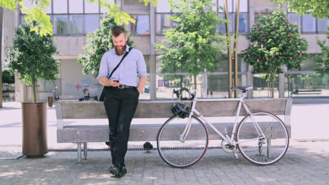 ds businessman with beard using a smartphone in the city - one man only stock videos & royalty-free footage