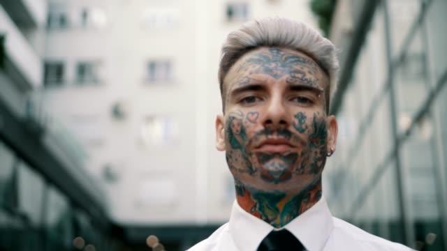 入れ墨をした実業家 - タトゥー点の映像素材/bロール