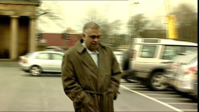 vidéos et rushes de businessmen found guilty over sports stars autograph forgeries date ext graeme walker along faisal madani along michael owen and steven gerrard along... - autographe