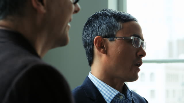 vídeos y material grabado en eventos de stock de cu businessmen having team discussion about project in office  - vestimenta de negocios formal