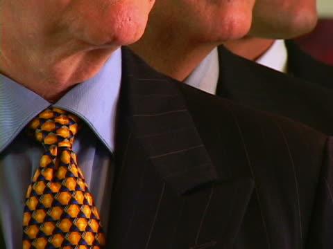 businessmen - kompletter anzug stock-videos und b-roll-filmmaterial