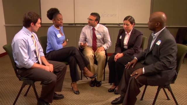 stockvideo's en b-roll-footage met ms, businesspeople having meeting in conference room - overhemd en stropdas