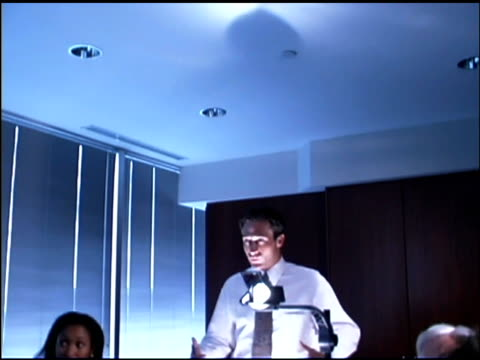 businesspeople in conference room with overhead projector - verkaufsargument stock-videos und b-roll-filmmaterial