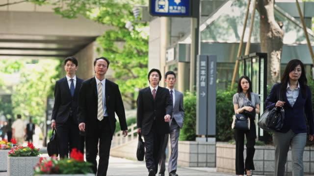 businesspeople in walking tokyo - 出張点の映像素材/bロール