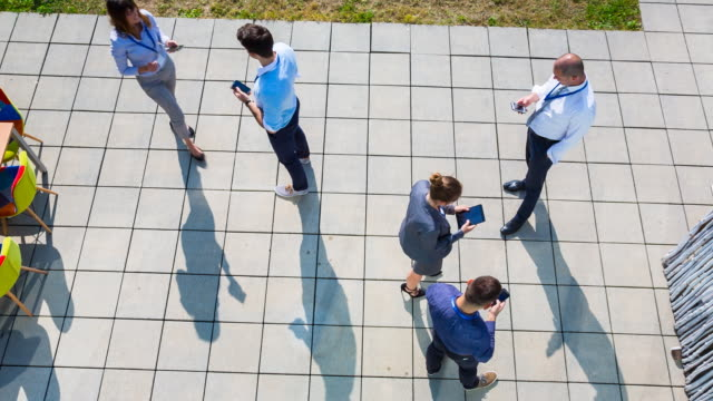 vídeos y material grabado en eventos de stock de ha businesspeople meeting outdoors using electronic devices - shirt and tie
